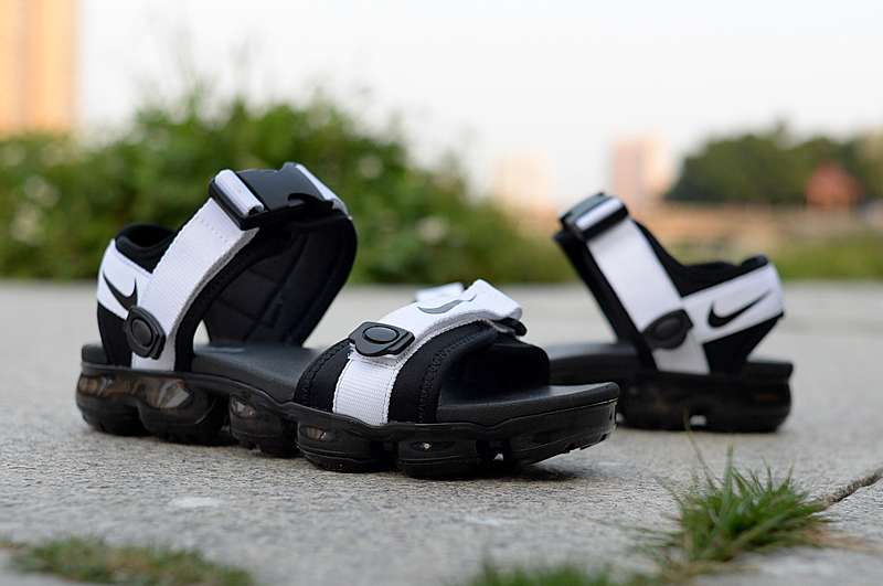 Men NIKE AIR Vapormax Sandal White Black