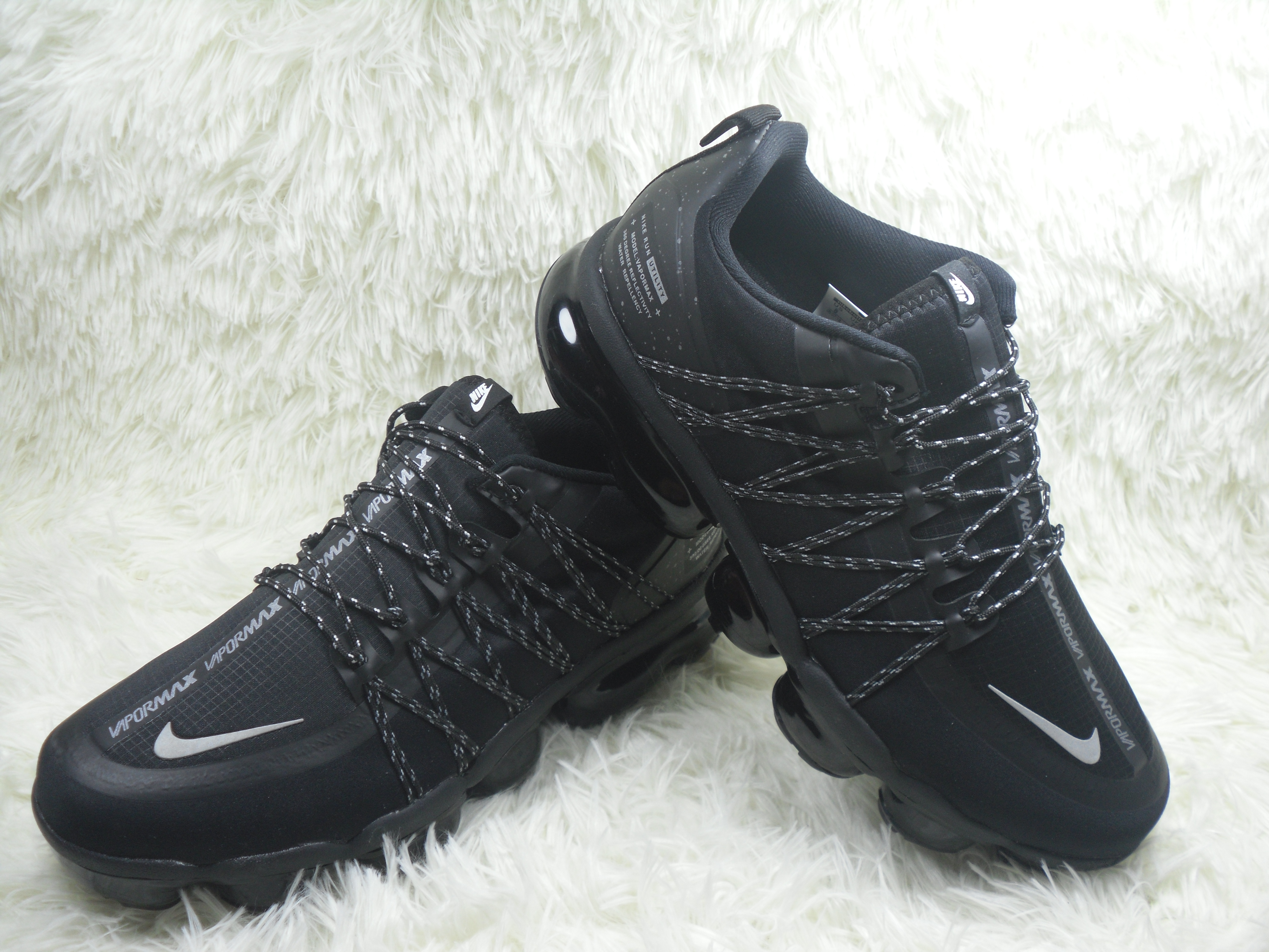Men NIKE SP W NIKE AIR VAPORMAX RUN UTLTY Black White Shoes