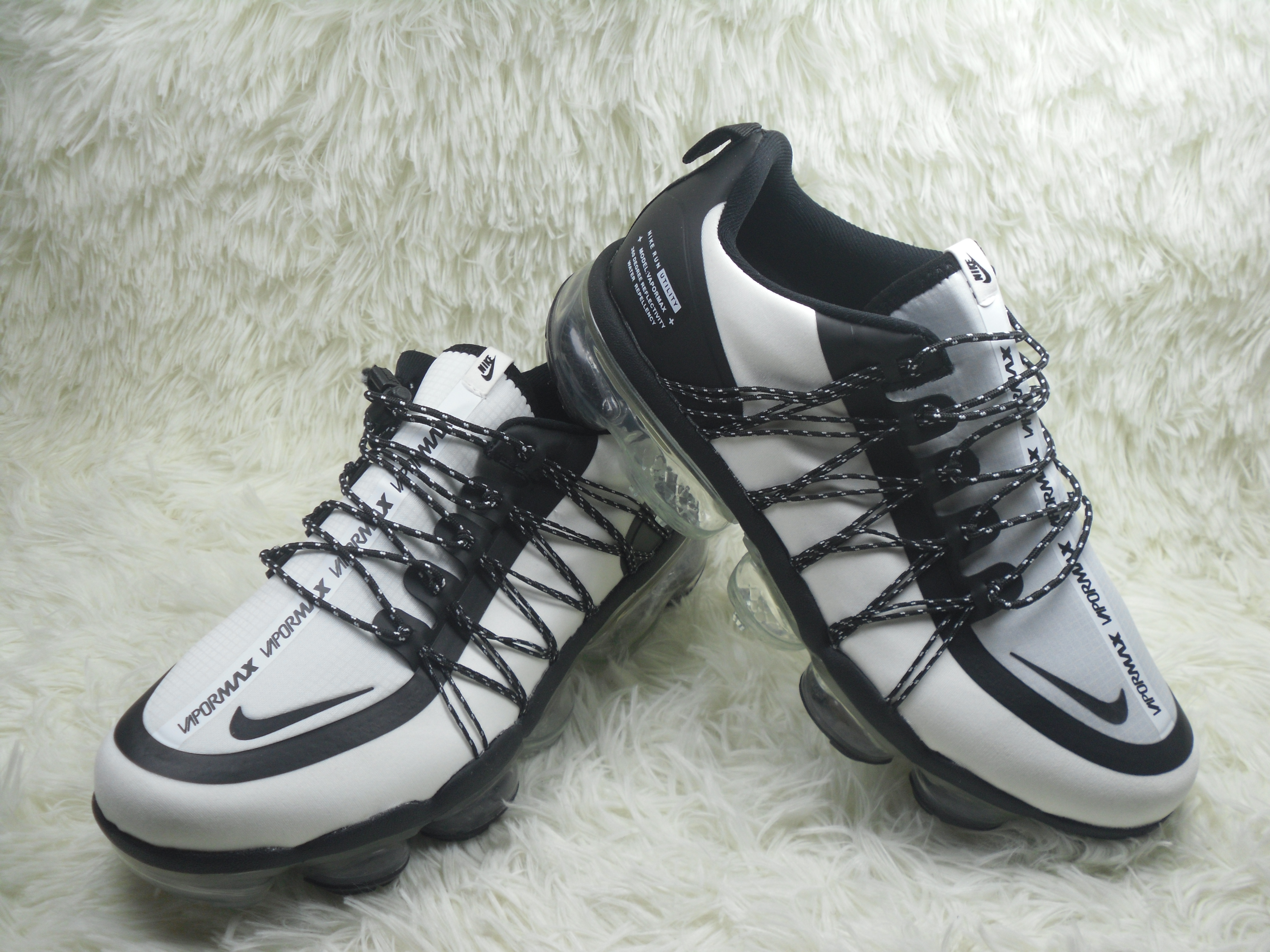 Men NIKE SP W NIKE AIR VAPORMAX RUN UTLTY White Black Shoes
