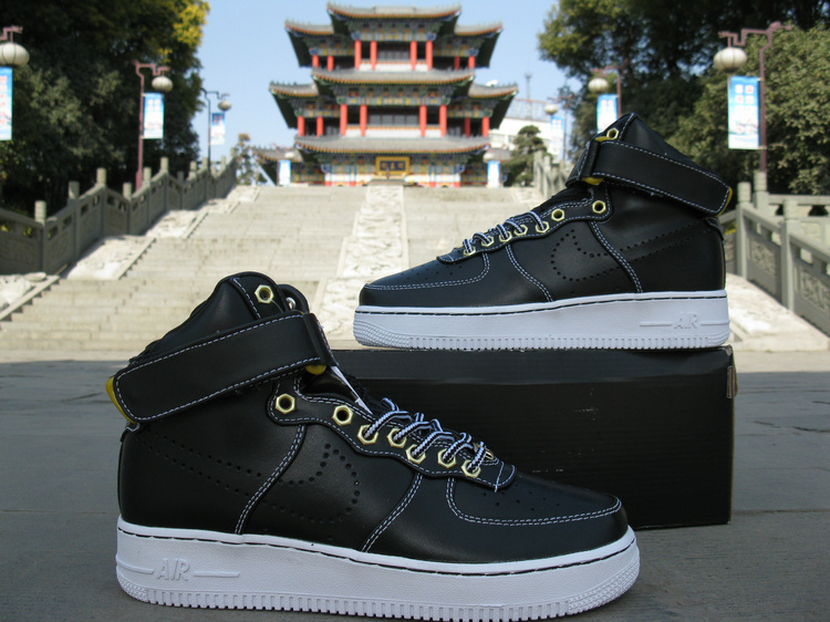 Nike Air Force 1 High Premium Black Gold Sneaker