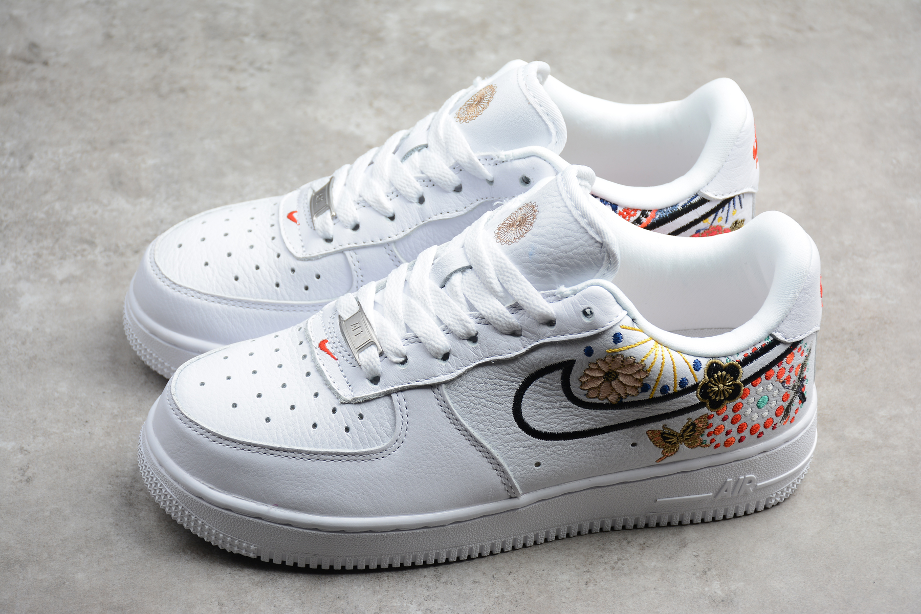Nike WMNS Air Force 1 LNY White Habanero Red